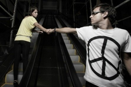 can-you-survive-a-long-distance-relationship-may-17-2012-9-600x400.jpg